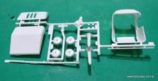 Peças da carenagem e estrutura do veículo