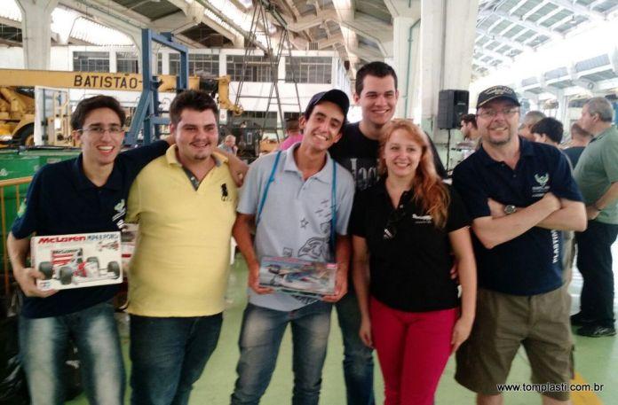 Com os amigos em São Paulo. Esq - Dir: Cabelo, Rafa, Matheus, Tom, Manu e Sid
